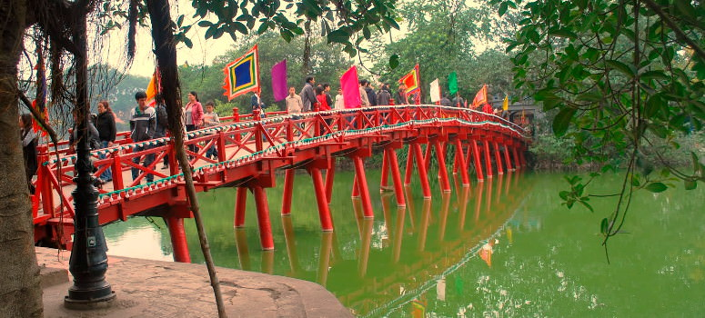hanoi's red bridge