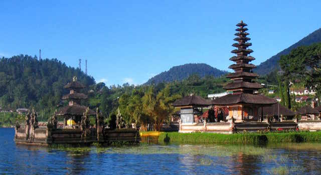 balinese temple along bali bicycle tour